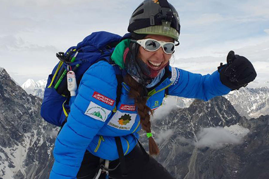 Escaladora libanesa hizo historia al pisar las siete cumbres